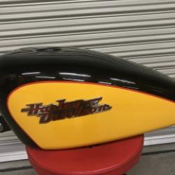 バイクタンクに出来た凹み ハーレーダビッドソン スポーツスター