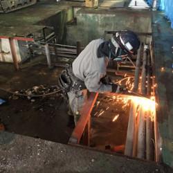 豊岡市工場解体工事 切断作業画像