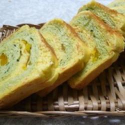 人参とホウレン草の渦巻き食パン