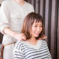 ストレートヘアやパーマヘアは髪の質を考えて施術画像